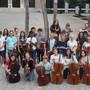 Das Jugendsinfonieorchester Solothurn-Grenchen. Projektleiter Ueli Steiner (hinten, rechts), der musikalische Leiter Ruwen Kronenberg (daneben) und Nathalie Meier-Moreno (vordere Reihe 2. rechts)