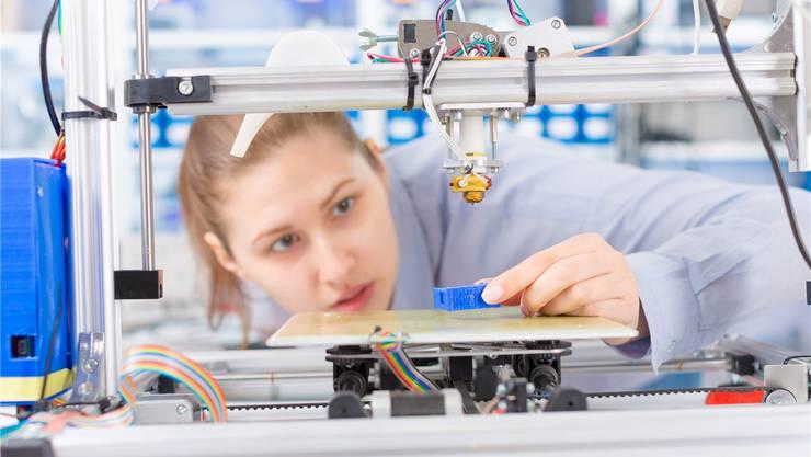 In technischen Berufen herrscht Frauenmangel. Das wirkt sich negativ auf die Gesellschaft aus. Shutterstock
