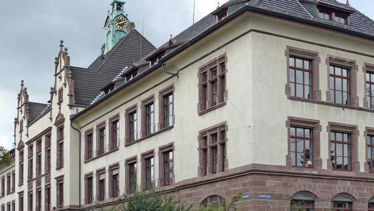 Das Gotthelfschulhaus wurde nach dem Murtener Schriftsteller Albert Bitzius, besser bekannt als Jeremias Gotthelf, benannt.