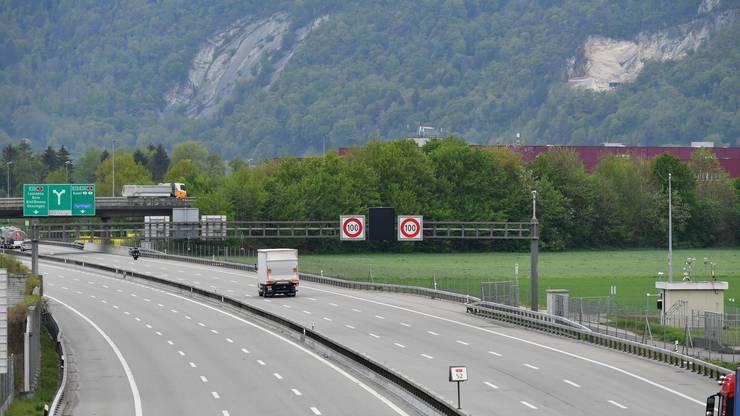 In den letzten zwei Monate ist der Verkehr bei Härkingen im Gäu deutlich zurückgegangen. Das mit täglich circa 75'000 bis 80'000 Fahrzeugen befahrene Härkingerkreuz sah am 21. April fast gespenstisch aus.