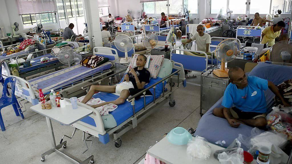 Buddhistische Mönche leiten diese Klinik für HIV- und Aids-Kranke in Thailand: Weltweit haben immer mehr Menschen Zugang zu antiretroviralen Therapieprogrammen, schreibt die UNO.