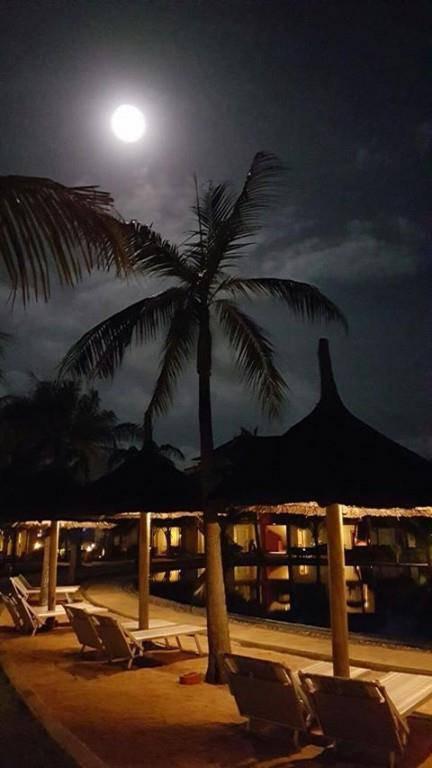 Der Mond fotografiert von Martina Lichtensteiger auf Mauritius