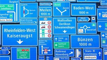 Signal AG aus Büren - Schilder soweit das Auge reicht