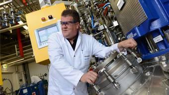 CEO Mark Griffith in den Produktionsräumen für «normale» Wirkstoffe. Die «Hipos» werden dagegen in Räumen produziert, die nur Fachpersonal zugänglich sind.Junkov