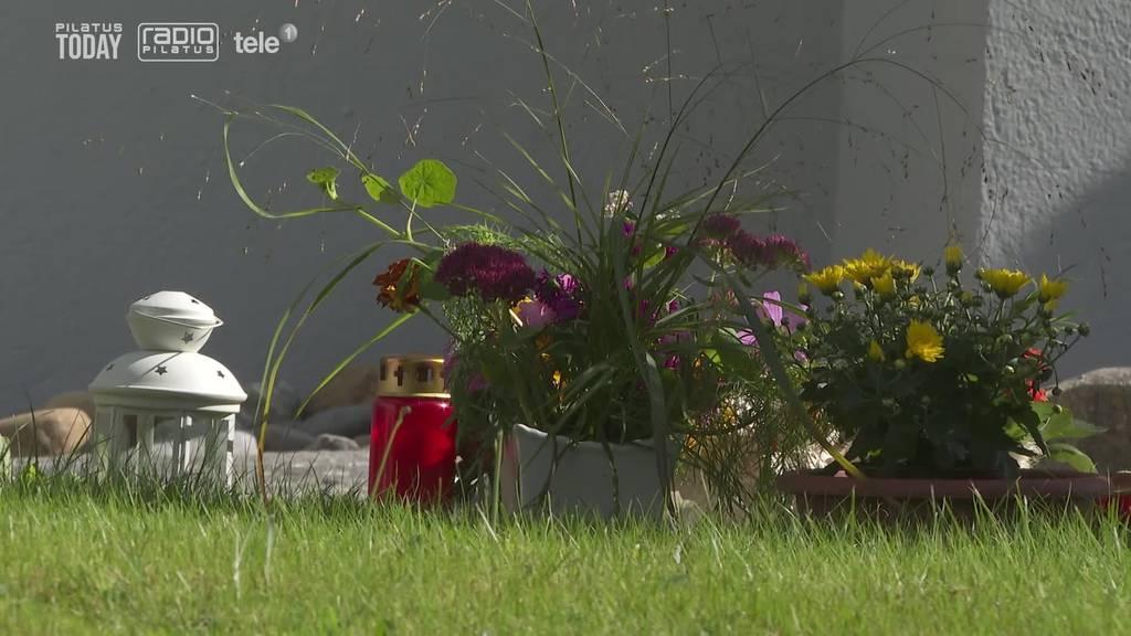 Älteres Ehepaar stürzt aus Fenster in den Tod