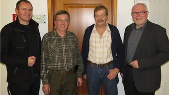 Vizeammann Herbert Weiss (links, seit 1. Januar neuer Laufenburger Gemeindeammann), Förster Sebastian Meier, Forstwart Josef Melliger und Rudolf Lüscher (rechts, bis Ende 2013 Stadtammann). – Foto: ma