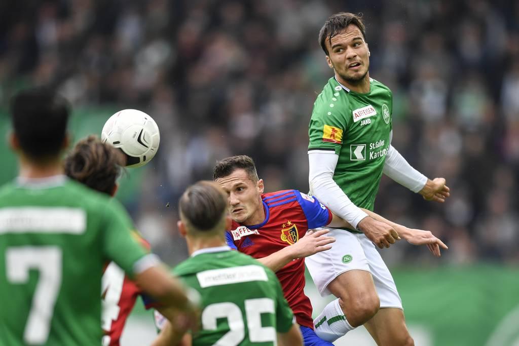 Die St.Galler (im Bild Jérémy Guillemenot) kämpfen wie Löwen – trotzdem reicht es nur für einen Punkt gegen Basel. (© Keystone/Gian Ehrenzeller )
