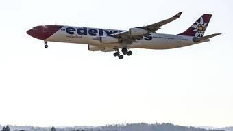 Die Edelweiss Maschine mit Schweizer Rückkehrern aus San José, Costa Rica, beim Anflug zum Flughafen Zürich.