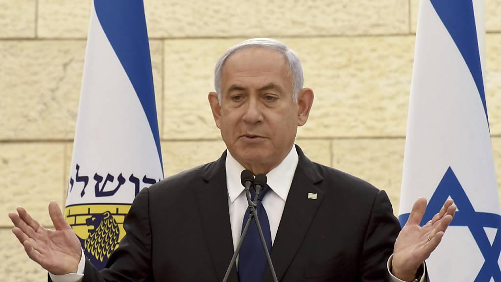 Benjamin Netanjahu, damals Ministerpräsident von Israel, spricht bei einer Gedenkzeremonie.