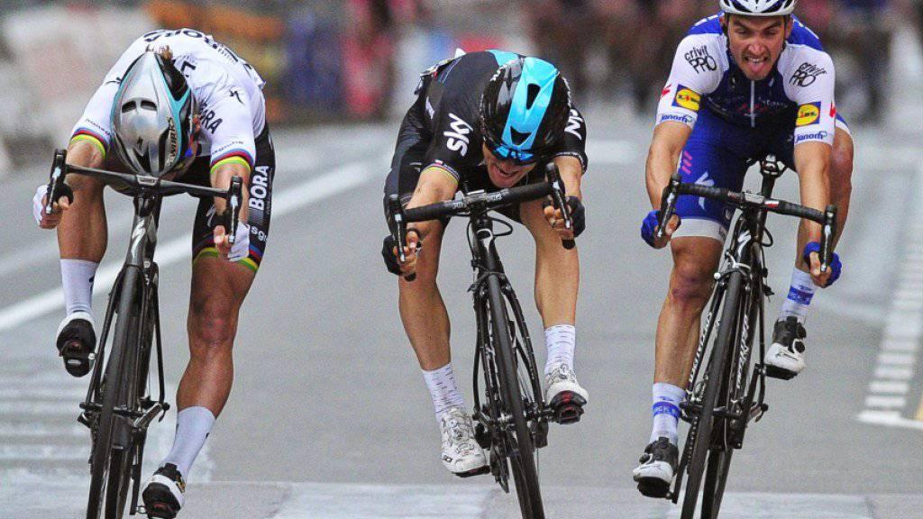 Michal Kwiatkowski (Mitte) setzt sich gegen Peter Sagan (links) und Julian Alaphilippe durch