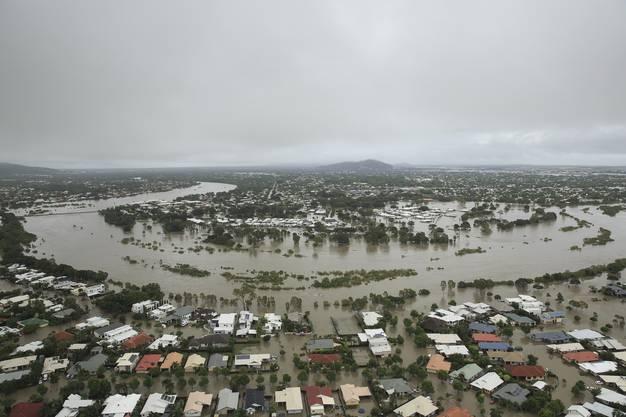 ... zeigen das Ausmass des Hochwassers in Townsville ...