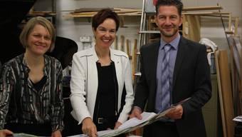 Freuen sich über die neue Kulturkarte (von links): Esther Roth, Leiterin Abteilung Kulturelles Baselland, Regierungsrätin Monica Gschwind und Tobias Eggimann, Geschäftsführer von Baselland Tourismus.