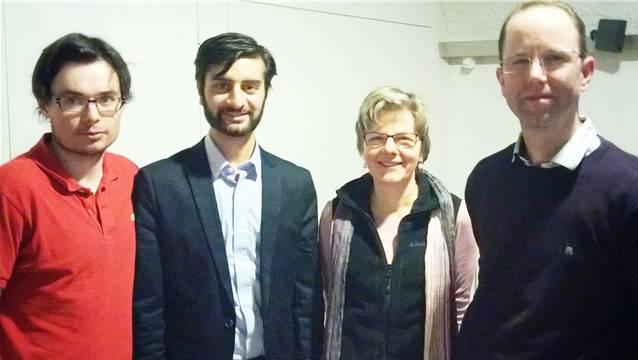 Dem neu gewählten Präsidenten Alex Gebhard gratulieren Luca Cirigliano, Edith Lüscher, Michael Künzler (von links).
