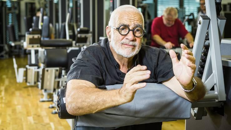 Der Begriff «Fitness-Papst» gefällt Werner Kieser nicht. Für ihn ist das Krafttraining im Vordergrund. Hier sitzt er in einem seiner ehemaligen Fitnesscenter in Zürich. Die ganze Kette hat er verkauft.