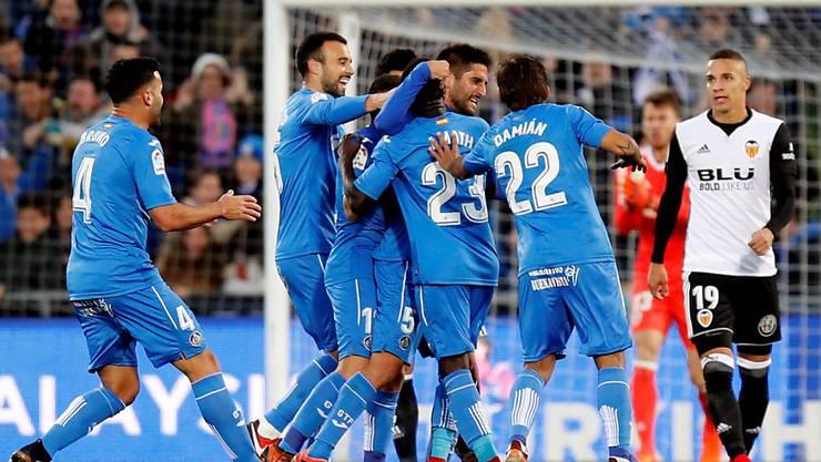 Getafes Spieler jubeln nach dem Siegestor gegen Valencia