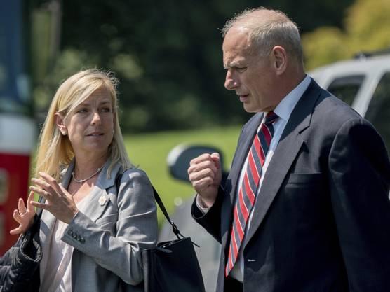 Sie soll neue US-Ministerin für Innere Sicherheit werden: Kirstjen Nielsen, hier zusammen mit ihrem Vorgänger John Kelly.