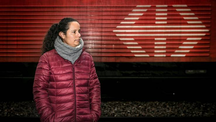 Mireille Gobat auf Gleis 1 am Bahnhof Genf Cornavin. Sie versuchte, sich in einer Männerwelt zu behaupten. Und scheiterte.