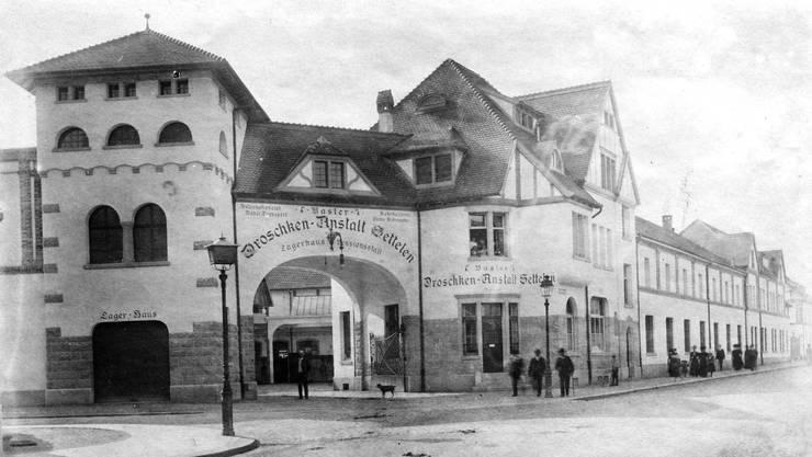 Eine der frühesten Fotografien des Settelen-Areals ist um 1915 entstanden. Der Eingang sieht auch heute noch sehr ähnlich aus.