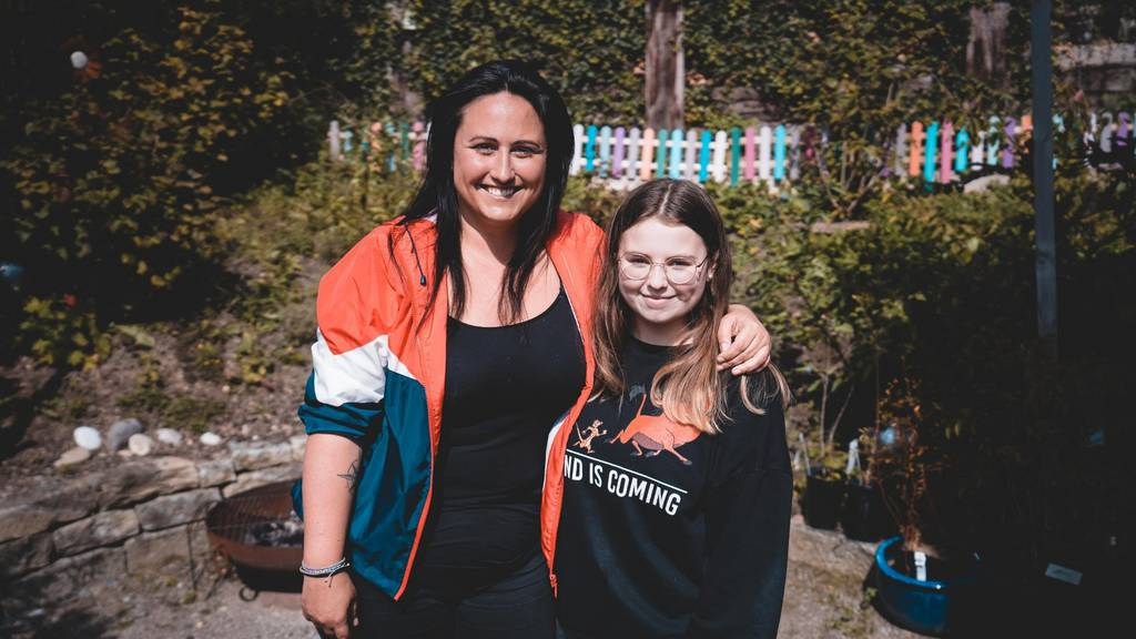 Nina Roost und Ava Max überraschen die 13-jährige Nora