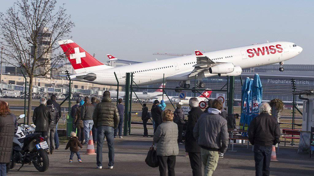 Start eines Airbus Flugzeuges der Swiss in Kloten (Archiv)