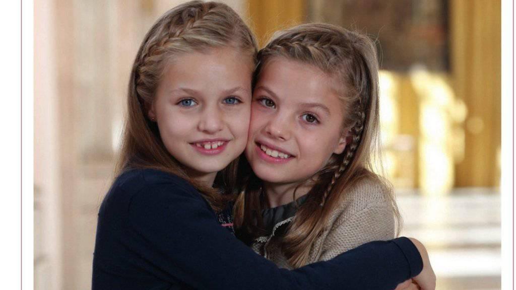 Auf der Weihnachtskarte des spanischen Königshauses sind einzig die beiden Töchter des Königspaars, Leonor und Sofia, zu sehen.