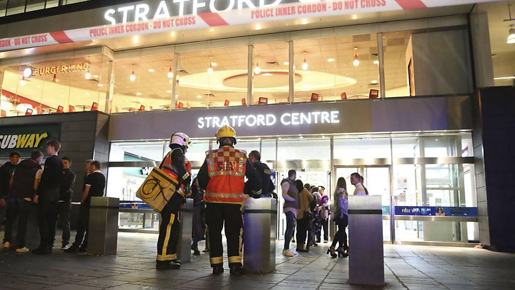 Verletzungen: In einem Londoner Einkaufszentrum sind sechs Personen mit einer gefährlichen Substanz besprüht worden.