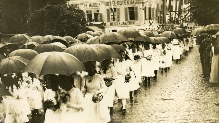 Der Morgenumzug vor dem Eisi: Da es regnete, wurde die Route in die Stadtkirche verkürzt.  (ZVG)