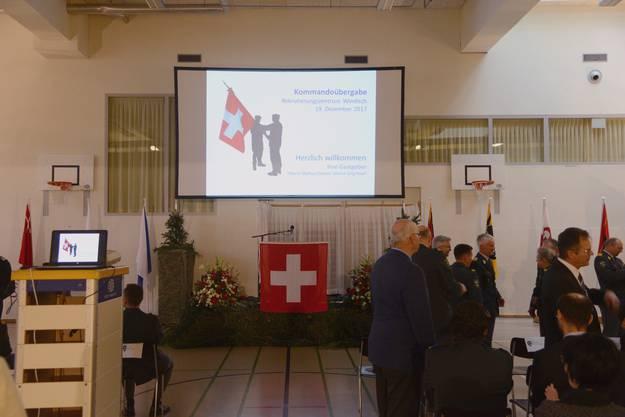 Am 19. Dezember 2017 übergibt Oberst Markus Elsener (gelbe Patten) nach drei Jahren das Kommando über das Rekrutierungszentrum der Schweizer Armee Windisch an Oberst Jörg Hauri (violette Patten). Im Frühling 2018 zieht das Rekrutierungszentrum von Windisch in die Kaserne Aarau um.