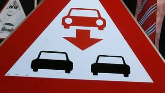 Die Falschfahrerin fuhr mit ihrem roten Nissan von Aarau bis nach Rupperswil. (Symbolbild)