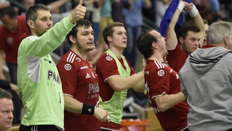 Die Mannschaft bedankt sich bei den Fans für die Unterstützung beim Sieg gegen Gossau.