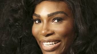 Serena Williams strahlt übers ganze Gesicht und gab ihre Verlobung bekannt