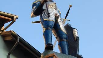 Seit 440 Jahren steht der Ritter auf dem Chlausbrunnen-Sockel. HH.