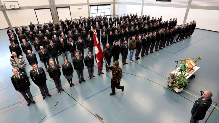 Die Entlassungsfeier fand in der Dreifachturnhalle in Zuchwil statt