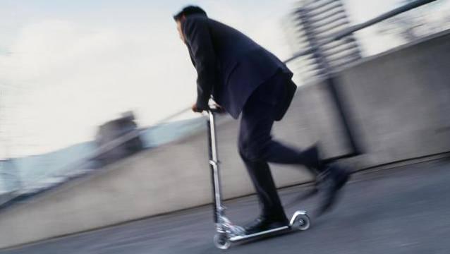 Der Kickboarder erlitt beim Unfall schwere Verletzungen und musste ins Spital gebracht werden. (Symbolbild)