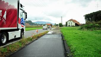 Da für Radfahrer kaum Platz bleibt, wird ein separater Veloweg gebaut, auf dem westlichen Abschnitt desselben sind mehrere hundert Meter bereits geteert.