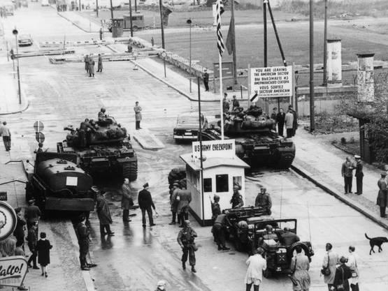 Das erste Kontrollhäuschen am Checkpoint Charlie