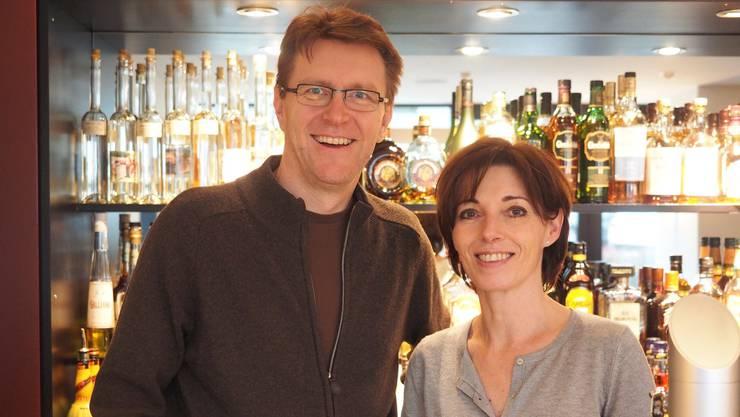 Philipp Weiss und Martina Welti prüfen, ob sie im Aussenbereich des «Fricks Monti» Heizpilze aufstellen wollen.