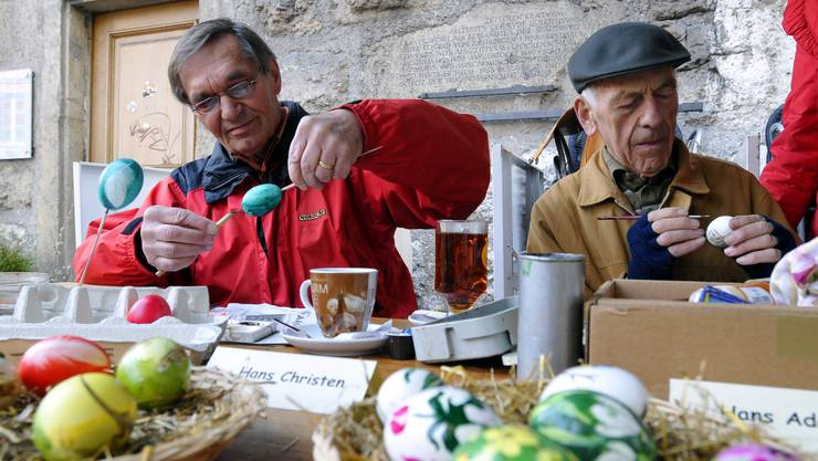 Die Marktbesucher waren von den vielen Sujets auf den Ostereiern begeistert