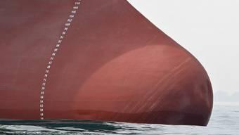 Die Bürgschaften für Schweizer Hochseeschiffe kommen den Bund teuer zu stehen. Die Geschäftsprüfungskommissionen kritisieren nun das Departement von Bundesrat Johann Schneider-Ammann. (Symbolbild)