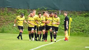 Die Dulliker bejubeln ihr 1:0, am Ende heisst es 3:1 gegen den FC Olten. Für den Ligaerhalt hätte aber der FC Adliswil gleichzeitig verlieren müssen.