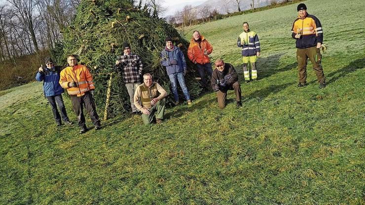 Die Glorreichen Sieben Obergösgen: Sie sammeln jedes Jahr die alten Christbäume ein.