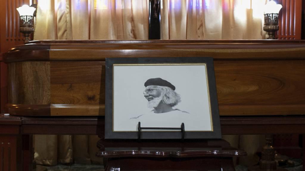 Dichter Cardenal auf Insel im Nicaraguasee beigesetzt