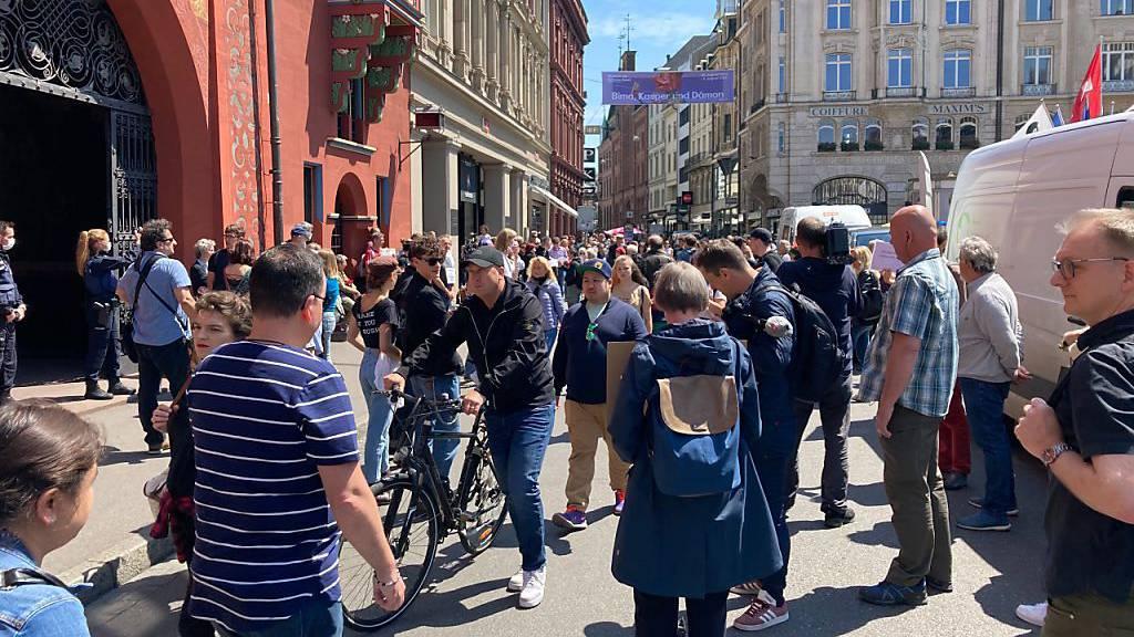 Polizei löst in Basel Kundgebung gegen Corona-Massnahmen auf