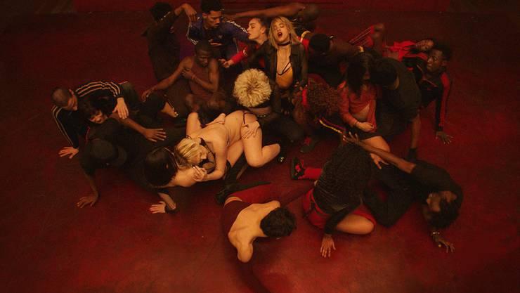 Mit Ausnahme von Schauspielerin Sofia Boutella (Mitte) fand der Regisseur die Tänzer in «Climax» über das Internet oder an Tanzwettbewerben.
