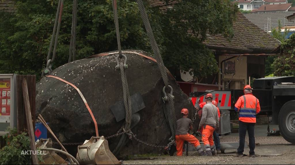 120 Tonnen schwerer Stein wird gezügelt