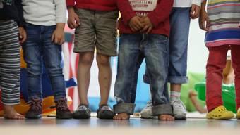 Nach Europa kommende Flüchtlingskinder sollen nach dem Willen der EU-Kommission besser geschützt werden. (Symbolbild)
