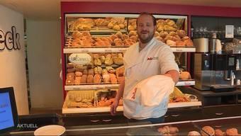 """Als Zeichen der Dankbarkeit werden alle, welche im Gesundheitswesen tätig sind, grosszügig beschenkt. Bäcker Marc Jaisli will den """"Helden in weiss"""" etwas zurückgeben und offeriert dem Pflegepersonal jeweils seine Lebensmittel."""