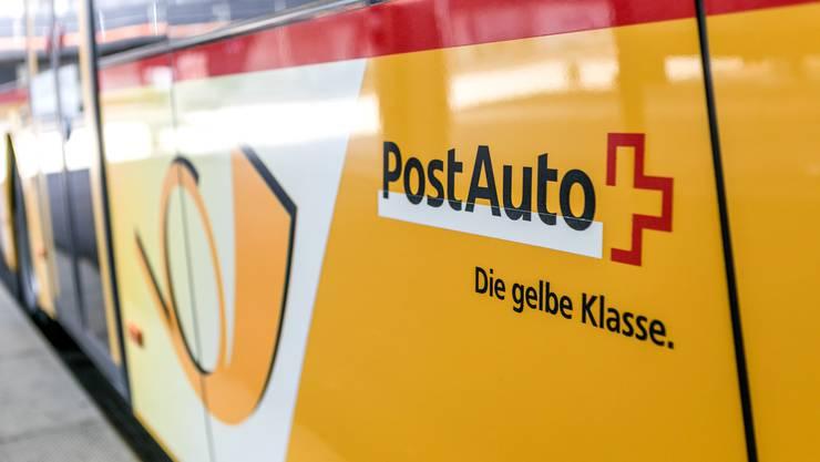 Für die Angestellten von PostAuto gibt es ab dem April mehr Lohn.