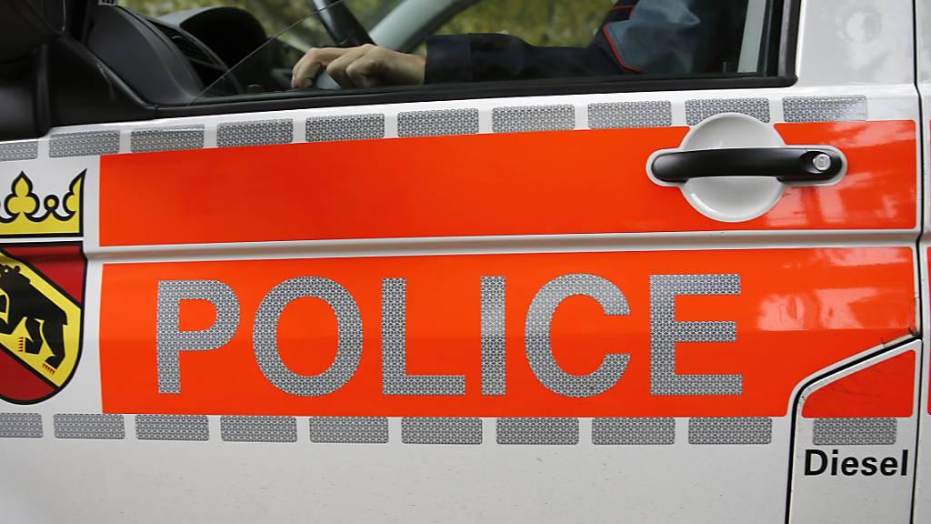 Ein 19-Jähriger war in Tramelan BE mit seinem Auto viel zu schnell unterwegs. (Symbolbild)