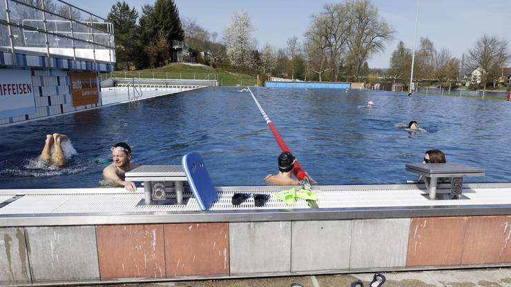 Trampolin, Tischtennis und mehr: Im Regibad Bad Zurzach wird nicht nur geschwommen. (Archivbild)